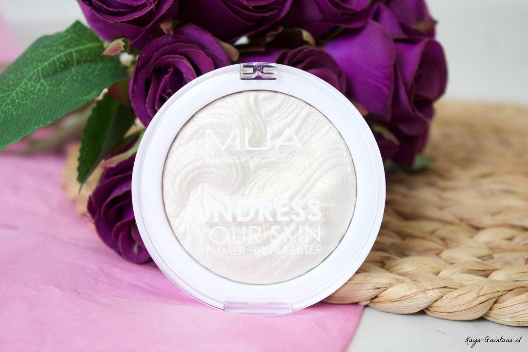 MUA Undress your skin highlighter in Iridescent gold