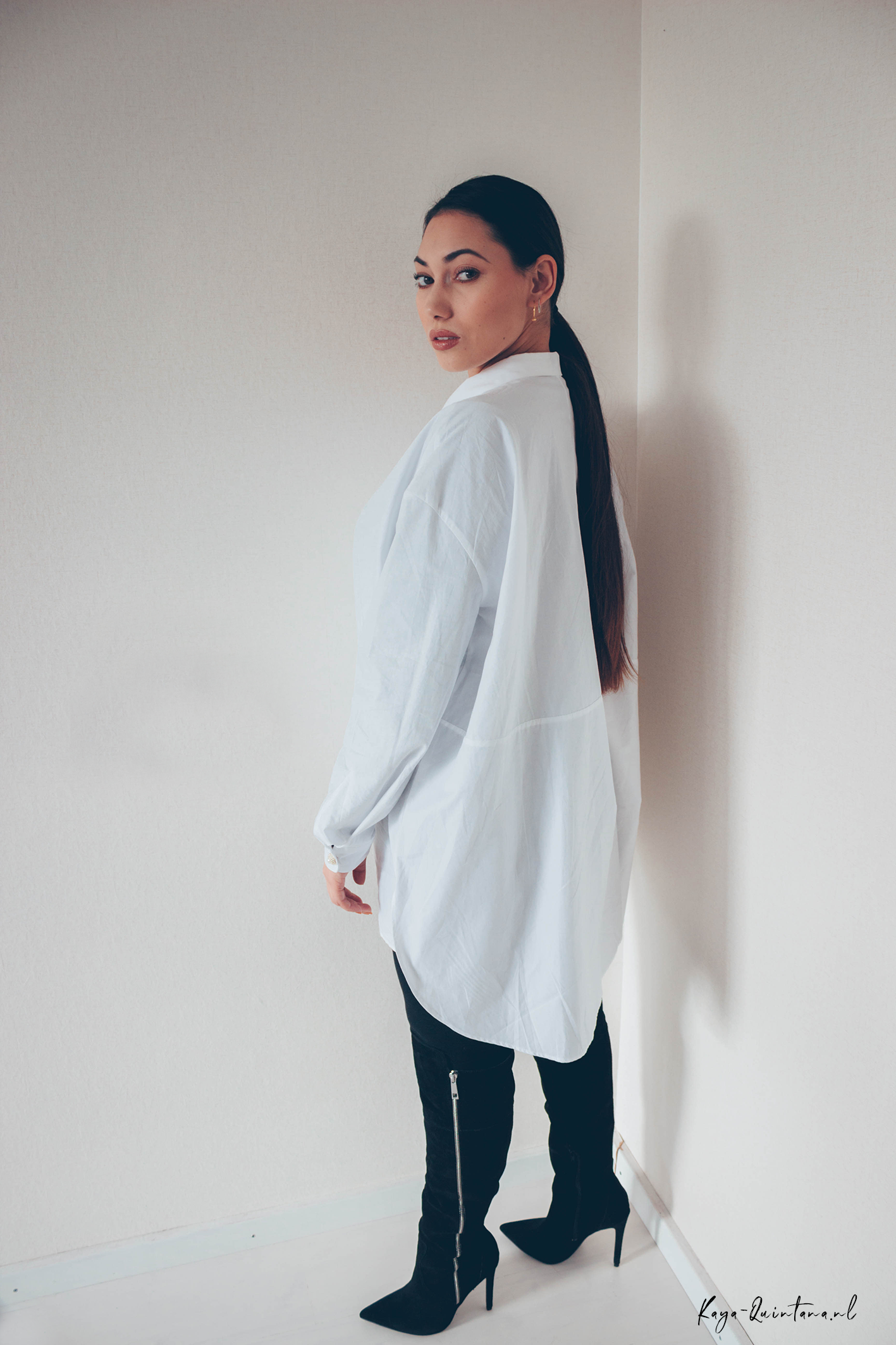 Minimalistic outfit white blouse