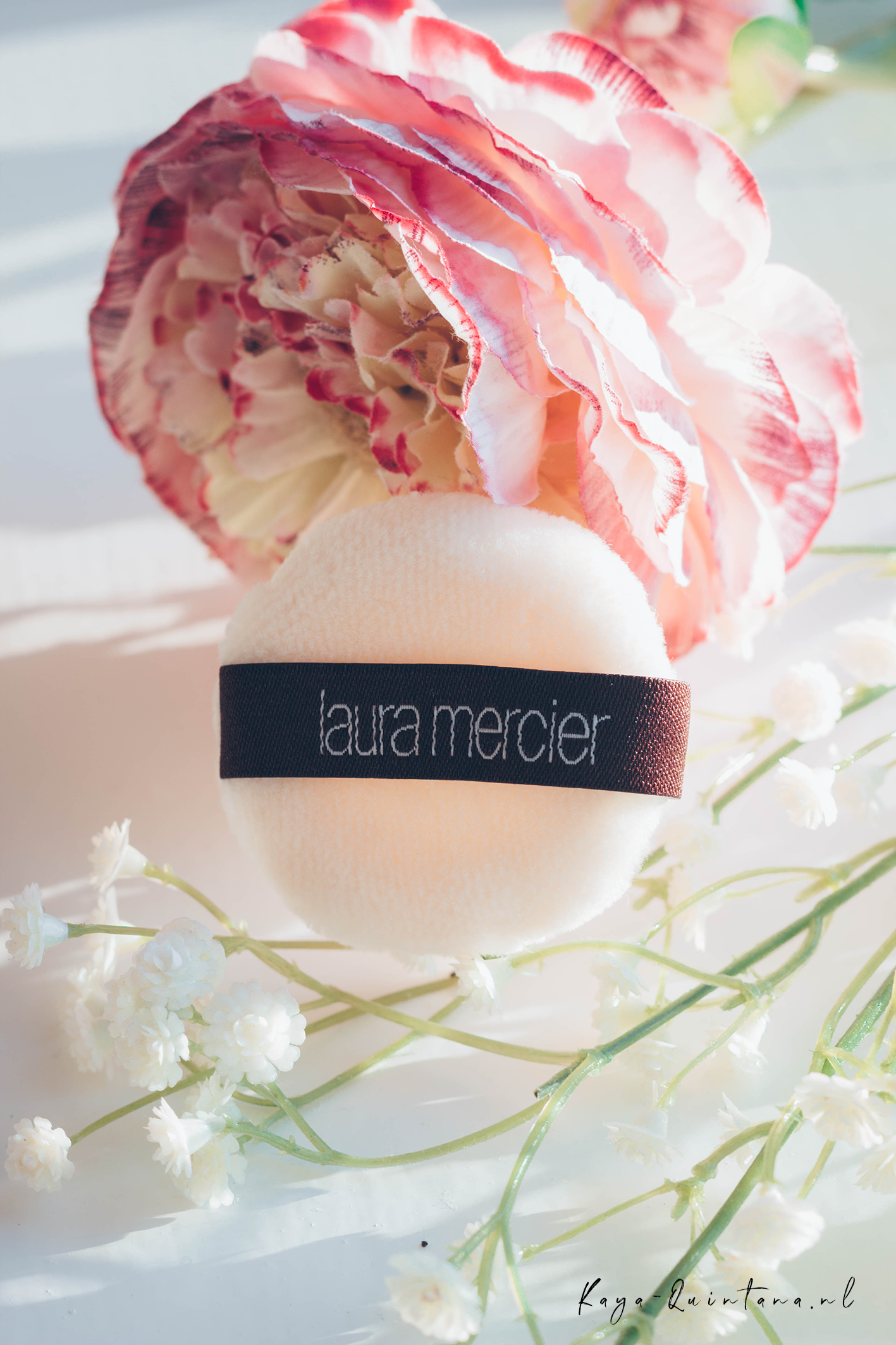 Laura mercier powder puff